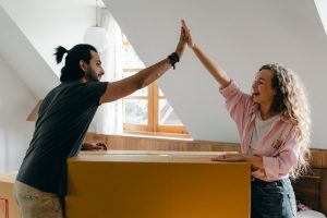 How to find moving services couple