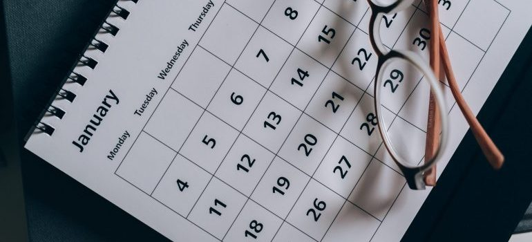Calendar used to plan a local move in New Jersey